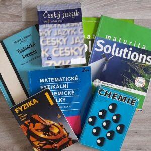 učebnice na stole